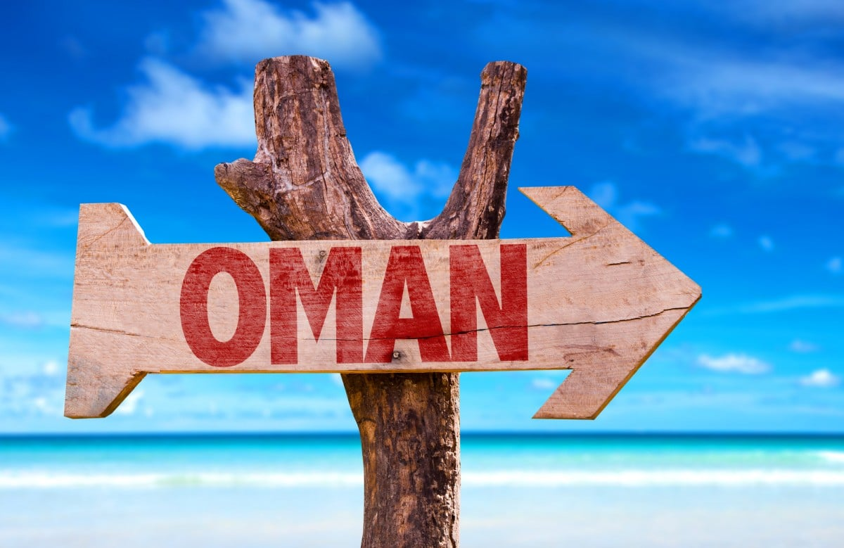 can you get visa at border oman